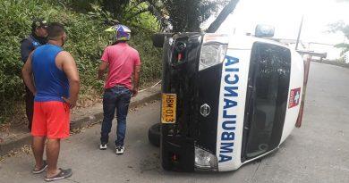 Ambulancia terminó volcada sobre una calle en Mocoa, Putumayo
