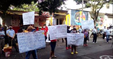 Vendedores informales protestan frente a la Alcaldía de Mocoa
