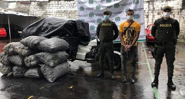 Capturado hombre que transportaba 12 bultos de carbón en un moto carguero